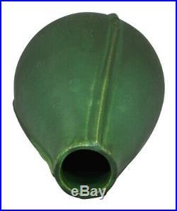 Door Pottery Matte Green Tranquil Lines Art Deco Vase