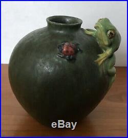 Ephraim Pottery Frogs Life Vase