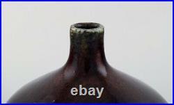 Sven Wejsfelt for Gustavsberg Studio Hand. Unique vase on foot in glazed ceramic